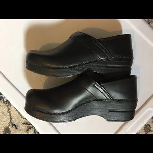 Dansko Shoes - Dansko clogs - black size 39 (8.5-9)